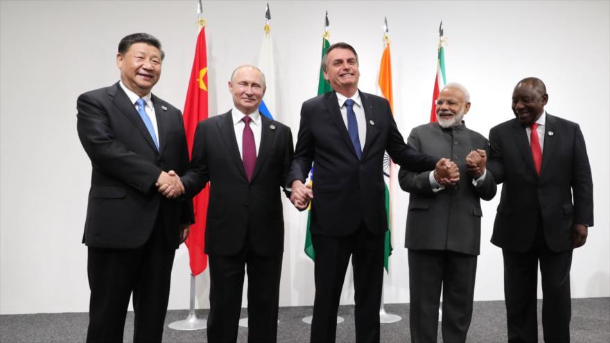 Presidentes de BRICS desde izq.: Xi Jinping, Vladímir Putin, Jair Bolsonaro, Narendra Modi, y Cyril Ramaphosa, Osaka, 28 de junio d 2019. (Foto: AFP)