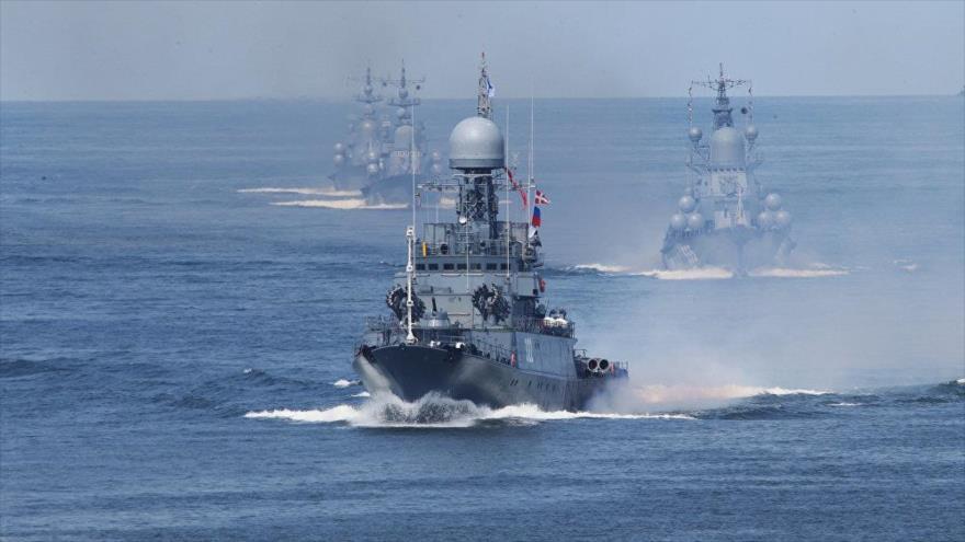 La flota báltica de la Armada rusa durante un ensayo militar en el mar Mediterráneo.