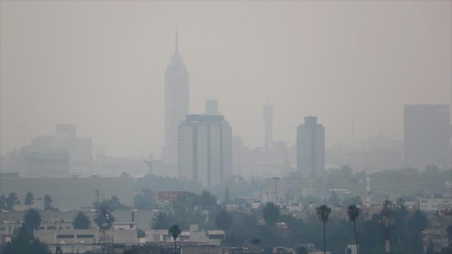 Vista parcial de la Ciudad de México, inmersa en una nube de contaminación , 12 de mayo de 2019.
