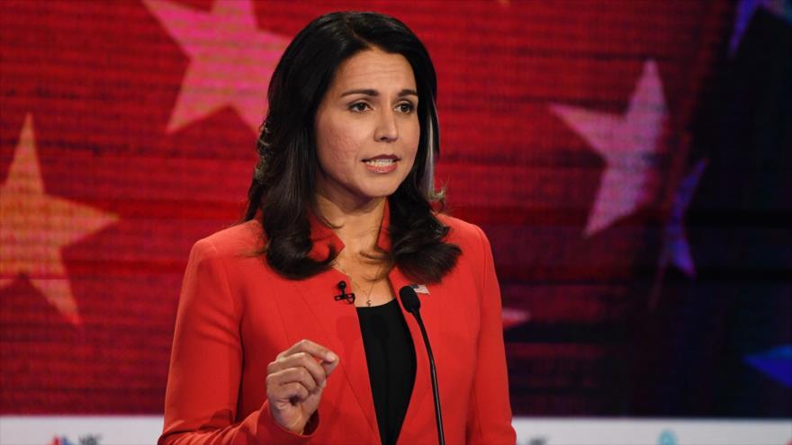 La congresista y precandidata demócrata a las presidenciales del 2020, Tulsi Gabbard, en un debate en Miami, 26 de junio de 2019. (Foto: AFP)