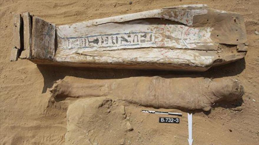 Hallan decenas de momias de 2000 años cerca de una antigua pirámide en Egipto.