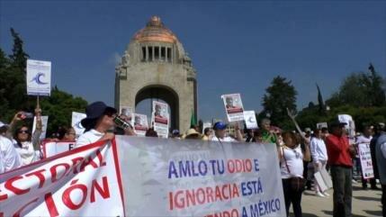 ¡Fuera AMLO! gritan en marchas contra el presidente de México