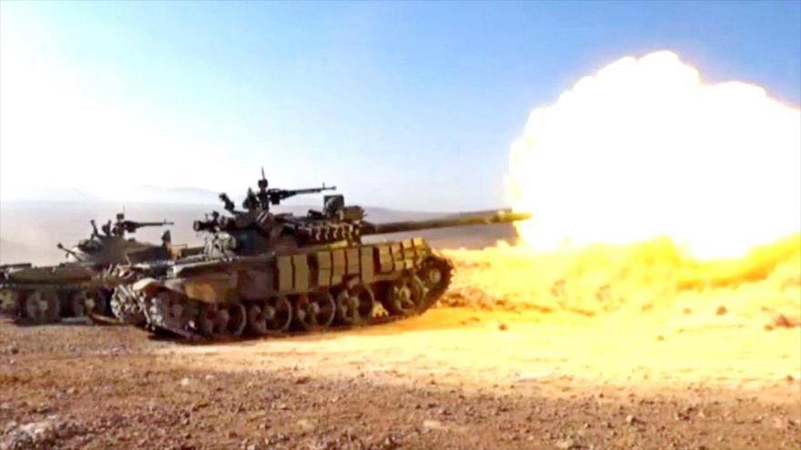 Tanques del Ejército sirio atacan blancos del grupo terrorista EIIL (Daesh, en árabe).