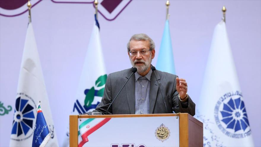 El presidente del Parlamento de Irán, Ali Lariyani, ofrece discurso con ocasión del Día de la Industria y la Minería en Teherán, 1 de julio de 2019. (Foto: Icana)