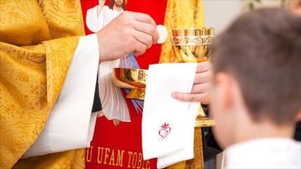Revelan identidad de 50 sacerdotes pederastas en EEUU