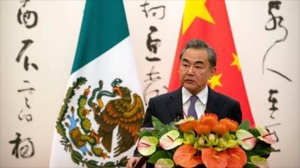 China pide confrontar la injerencia militar en Venezuela