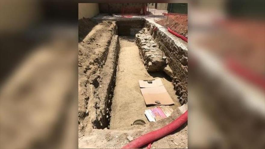 Restos arqueológicos encontrados en la plaza de las Carmelitas de Vélez-Málaga durante las obras de peatonalización. (Foto: La Vanguardia)
