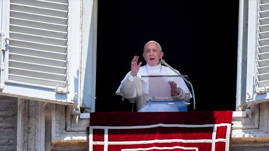 Papa carga contra políticas migratorias de los que crean guerras