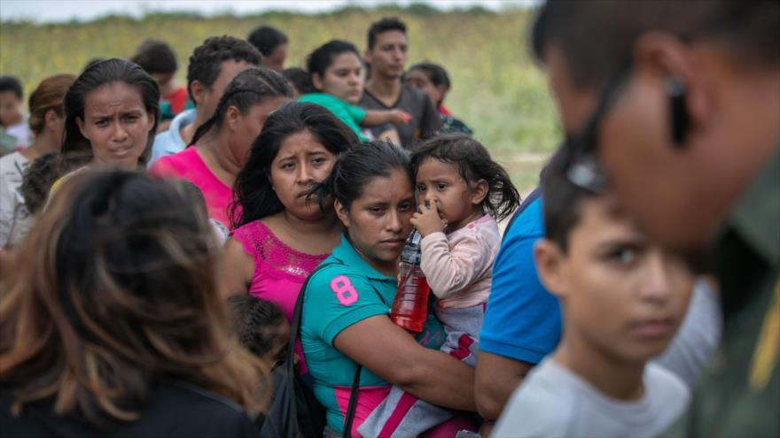 Varios migrantes en el frontera de Río Grande rumbo a EE.UU., 2 de julio de 2019. (Foto: AFP)