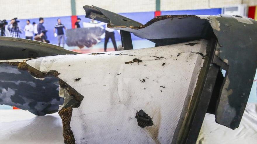 Los restos del dron espía de EE.UU. derribado por la División Aeroespacial del CGRI de Irán, expuestos el 21 de junio de 2019. (Foto: IRNA)