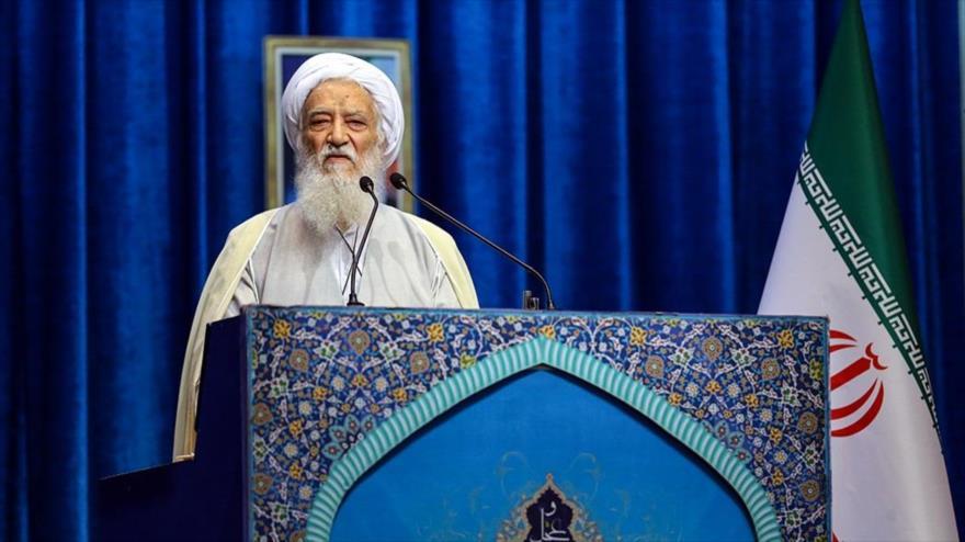 El ayatolá Mohamad Ali Movahedi Kermani ofrece el sermón de rezo del viernes en Teherán (capital persa), 5 de julio de 2019. (Foto: Fars News)