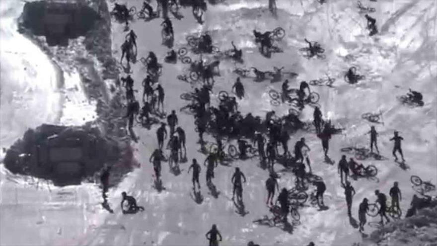 Vídeo: Caen 700 ciclistas en accidente en cadena por culpa de dos