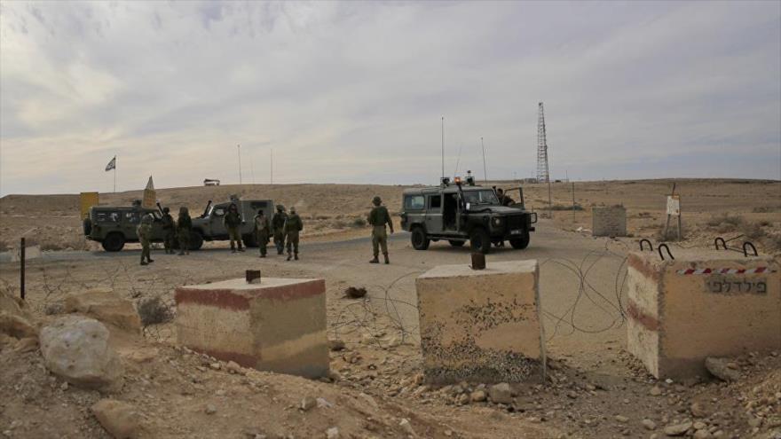 Los soldados israelíes desplegados cerca de la frontera de la península egipcia del Sinaí y los territorios palestinos ocupados.