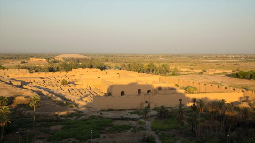 Una vista general del antiguo sitio arqueológico de Babilonia, ubicado al sur de Bagdad, capital de Irak, 29 de junio de 2019. (Foto: AFP)