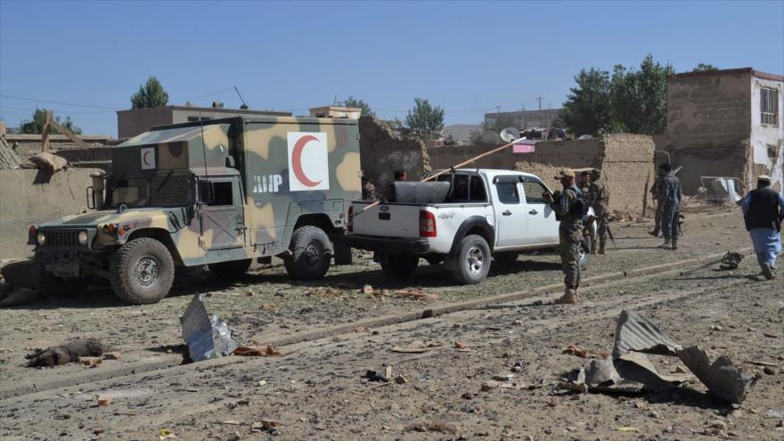Fuerzas afganas patrullan zona donde acaeció un ataque que tenía como objetivo la oficina de los servicios de inteligencia en Gazni, 7 de julio de 2019. (Foto: AFP)