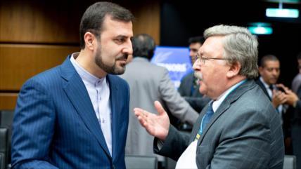 """Rusia: Irán trata de """"restablecer el equilibrio"""" en pacto nuclear"""
