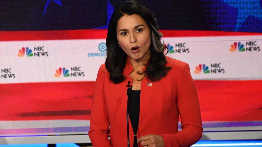 La congresista y precandidata demócrata a las presidenciales de 2020, Tulsi Gabbard, en un debate en Miami, 26 de junio de 2019. (Foto: AFP)