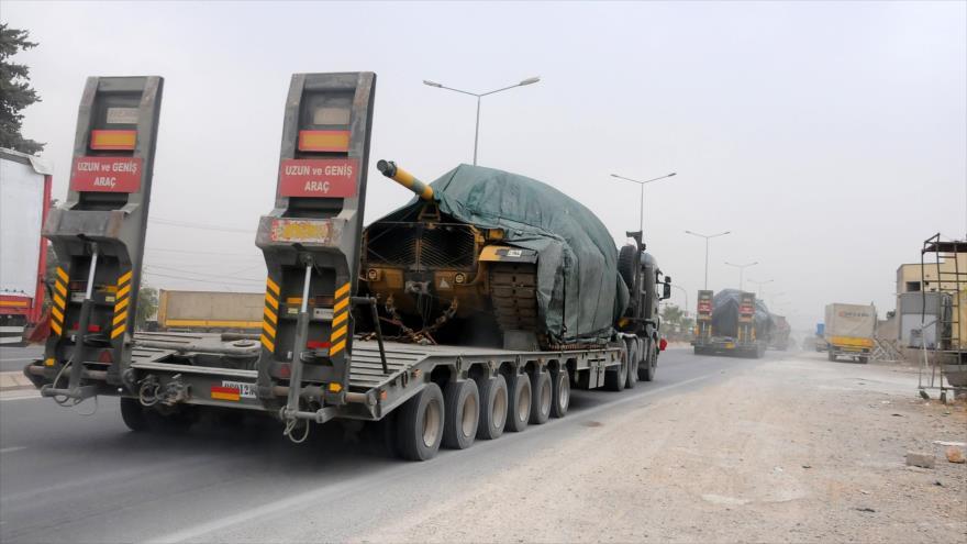 Turquía envía un gran convoy militar a la frontera con Siria | HISPANTV