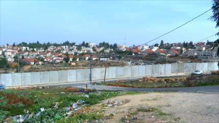 Muro de apartheid israelí priva a los palestinos de sus derechos