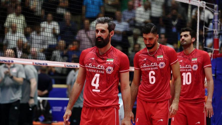 Jugadores de la selección nacional masculina de voleibol de Irán durante un patido.