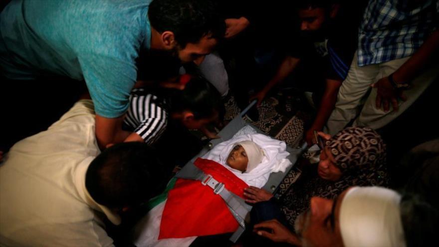 Un niño muerto por los disparos israelíes en el límite entre la Franja de Gaza y los territorios palestinos ocupados.
