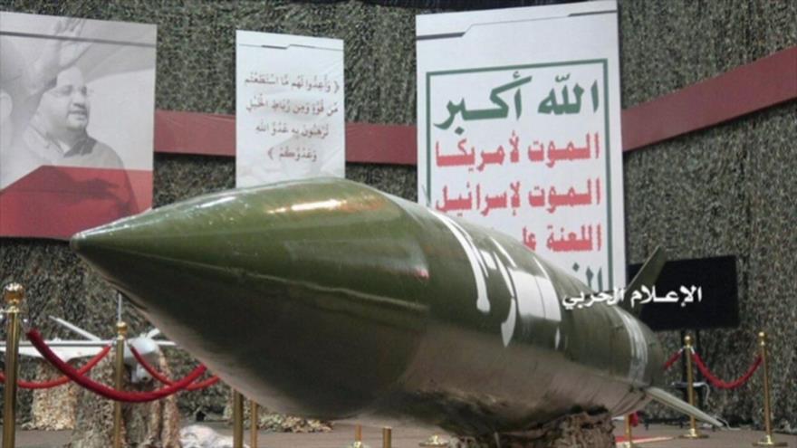 El misil balístico inteligente de fabricación nacional, el Badr-F, en una exhibición en Saná, capital de Yemen, 7 de julio de 2019.