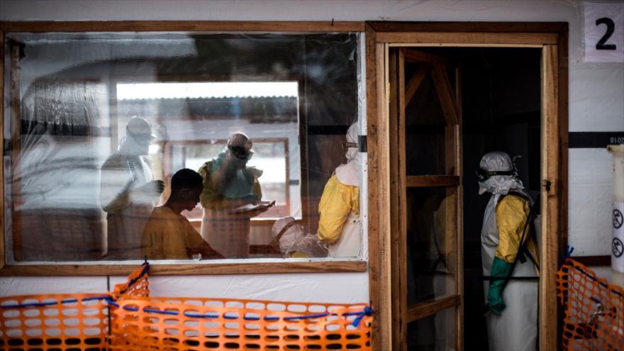 Los trabajadores de salud registran informes de un afectado por ébola en la República Democrática del Congo, 7 de noviembre de 2018. (Foto: AFP)