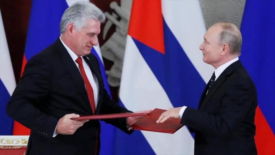 El presidente ruso, Vladimir Putin (dcha.), con su homólogo cubano, Miguel Díaz Canel, en Moscú, Rusia, 2 de noviembre de 2018. (Foto: Reuters)