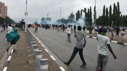 Policía de Nigeria reprime a manifestantes pro Al-Zakzaky