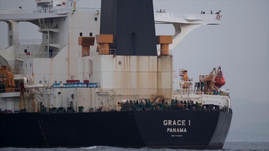 El superpetrador Grace 1, retenido por el Reino Unido, frente a la costa de Gibraltar, 6 de julio de 2019. (Foto: AFP)