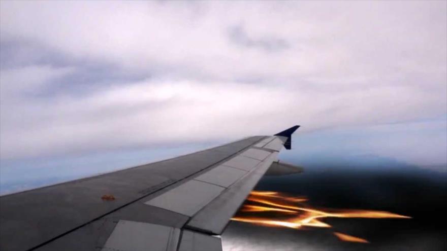 Vídeo muestra el incendio en la turbina de un avión en pleno vuelo