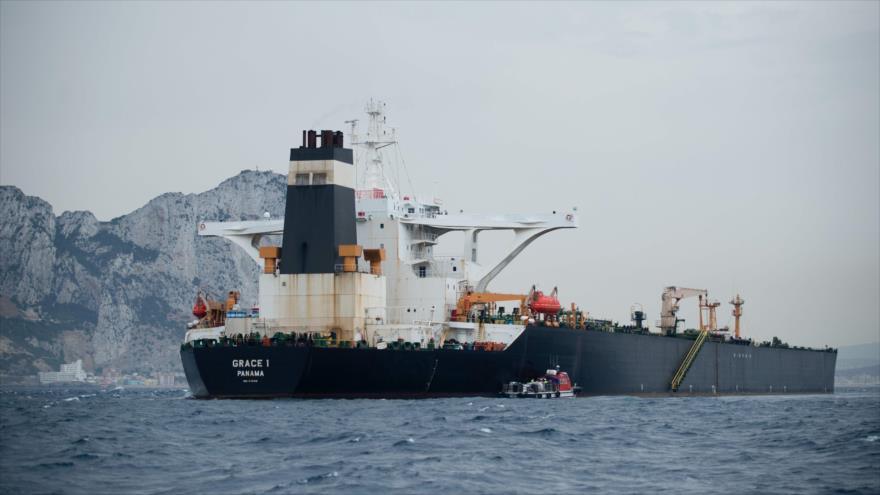 El superpetrolero Grace 1, retenido por el Reino Unido, frente a las costas de Gibraltar, 6 de julio de 2019. (Foto: AFP)