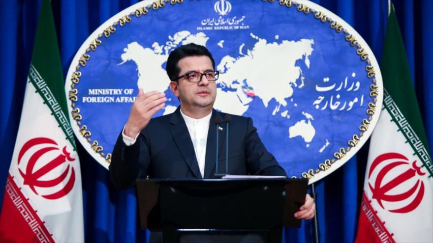 El portavoz de la Cancillería de Irán, Seyed Abás Musavi, habla en una rueda de prensa en Teherán, la capital persa.