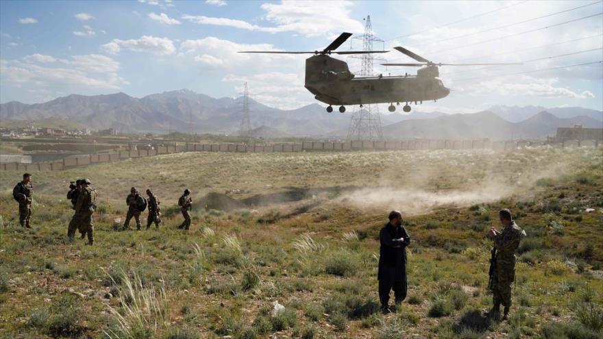 Un helicóptero militar estadounidense aterriza en la provincia afgana de Wardak, 6 de junio de 2019. (Foto: AFP)