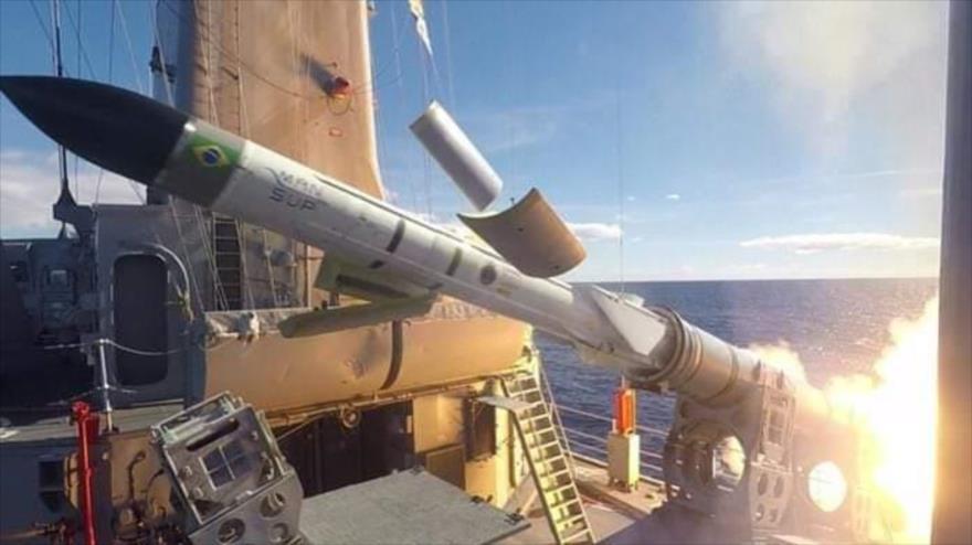Bolsonaro celebra tercera prueba con éxito de misil antibuque