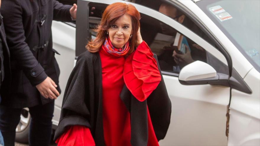 La expresidenta de Argentina Cristina Fernández de Kirchner llega a una corte en Buenos Aires, 10 de junio de 2019. (Foto: AFP)