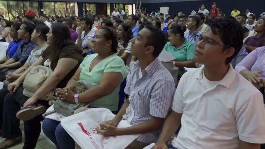 Gobierno de Nicaragua capacita a 57 000 docentes