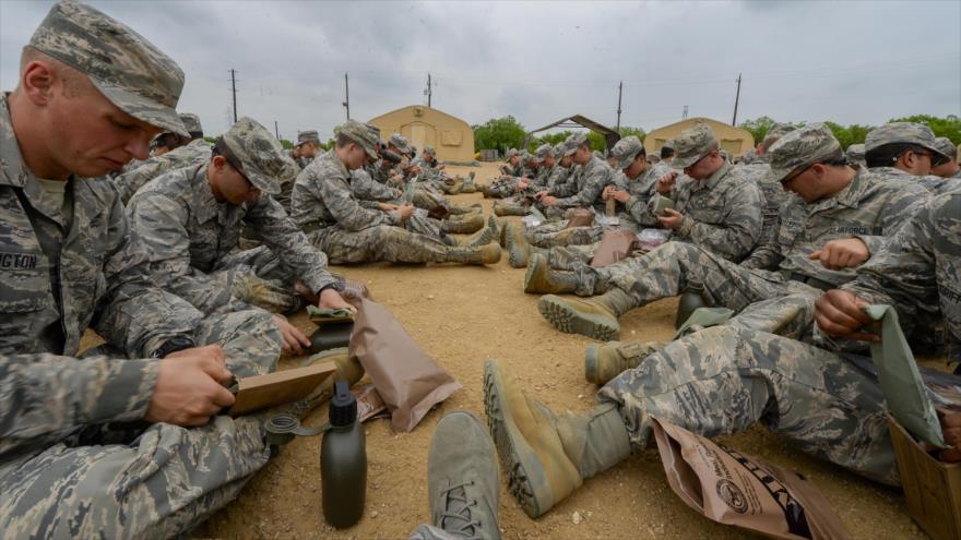Miembros de la Fuerza Aérea de EEUU en una base militar en el sureño estado de Texas, 8 de abril de 2015.