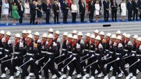 Francia celebra su fiesta nacional con un desfile militar
