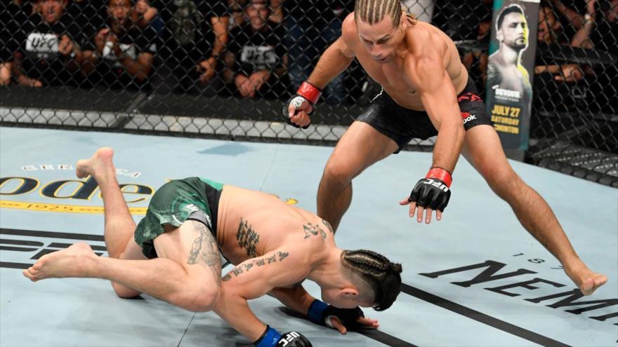 Luchador sorprende a fanáticos con un loco nocaut en 46 segundos