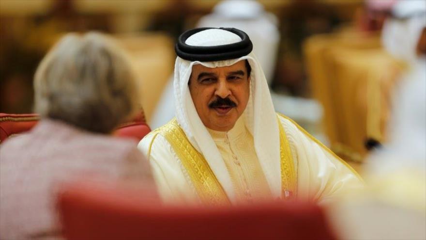 El rey de Bahrein, Hamad bin Isa Al Khalifa, durante una reunión en Sakhir. (Foto: Reuters)