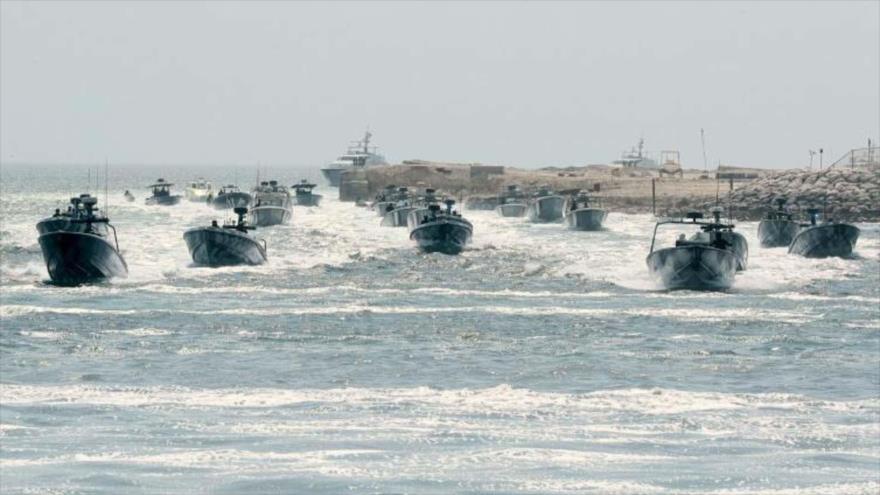Unidades de guardacostas de Catar participan de la ceremonia de inauguración en Semaisima de la mayor base naval de ese país, 14 de julio de 2019.
