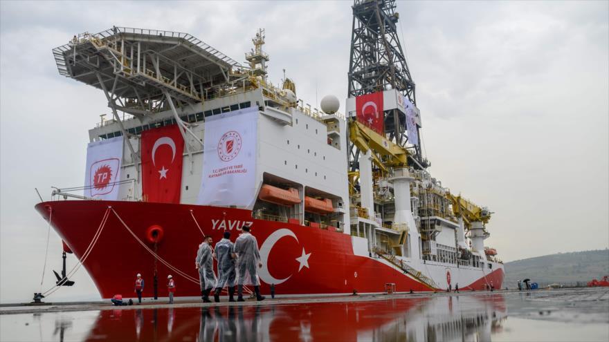 El buque de perforación Yavuz que Turquía ha desplegado en el Mediterráneo oriental para buscar gas y petróleo, 20 de junio de 2019. (Foto: AFP)