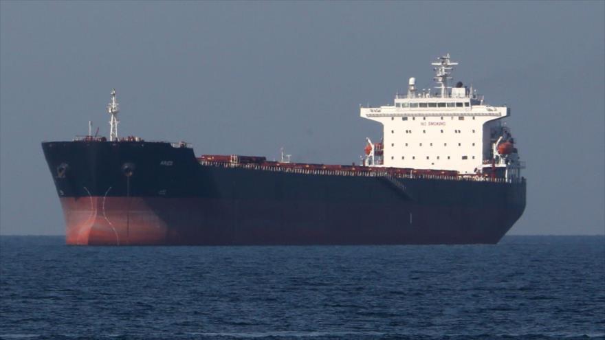 Un petrolero en las aguas del estrecho de Ormuz, 30 de abril de 2019. (Foto: AFP)