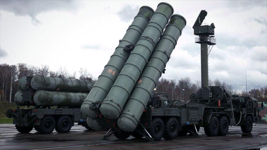 Sistemas de defensa aérea S-300 de fabricación rusa.