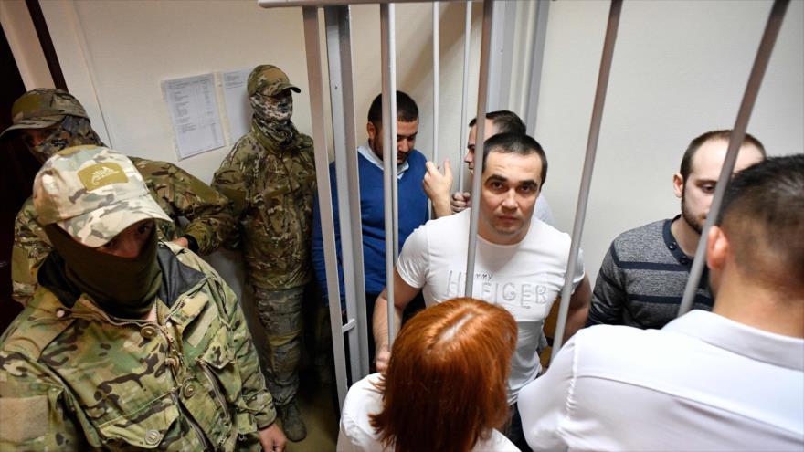 Marineros ucranianos detenidos comparecen ante un tribunal de Moscú, capital de Rusia, 17 de julio de 2019. (Foto: AFP)