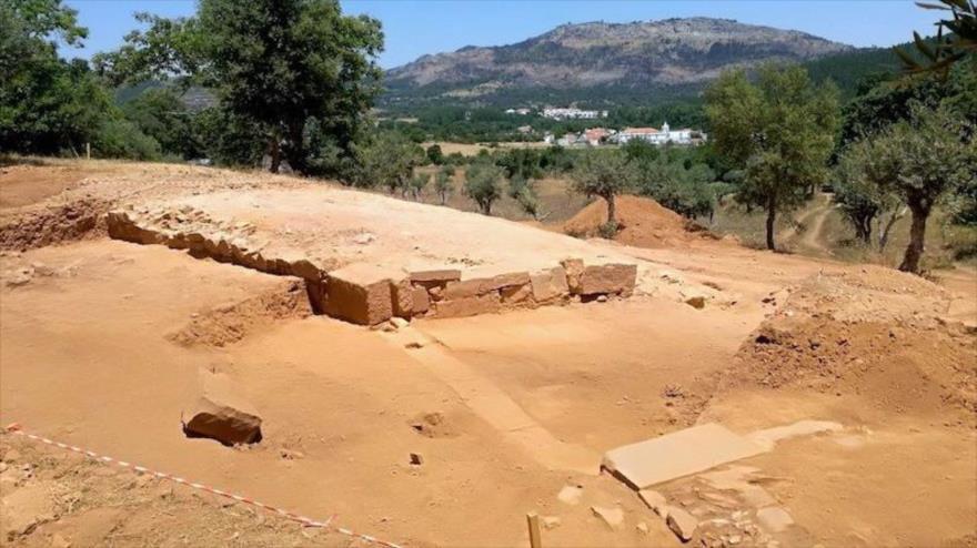 Entrada al anfiteatro hallado en la ciudad romana de Ammaia, en Portugal.
