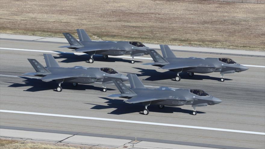 Cuatro cazas estadounidenses F-35A en el aeródromo de Hill, en el estado estadounidense de Utah (suroeste), 19 de noviembre de 2018. (Foto: AFP)