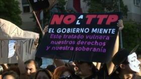 Miles de chilenos rechazan tratado de libre comercio transpacífico