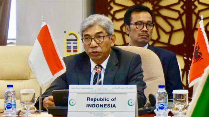 El canciller de Indonesia, Abdurrahman Mohammad Fachir, interviene en un foro regional.